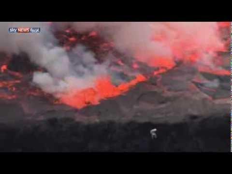 يصور من فوهة بركان