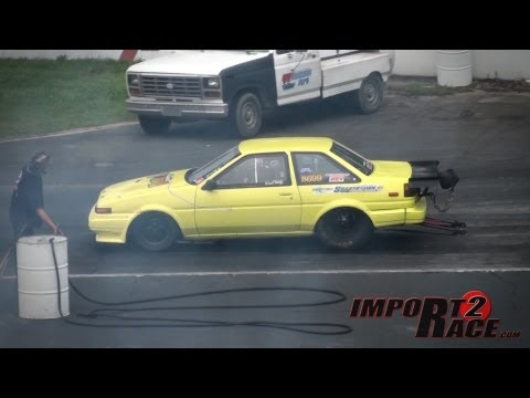 Toyota Corolla RWD vs Honda Civic FWD drag race(Close Call Crash)