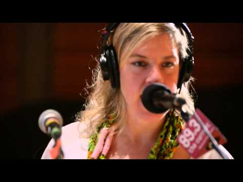 tUnE-yArDs - Water Fountain (Live in the studio of 89.3 The Current)
