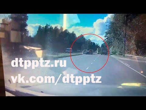 На Первомайском проспекте столкнулись два внедорожника