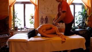 Áyurvédská masáž - Královská Dátá snéhan (ukázky)