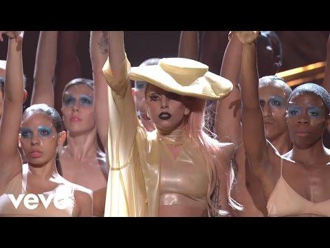 Смотреть клип Lady Gaga - Born This Way (live)