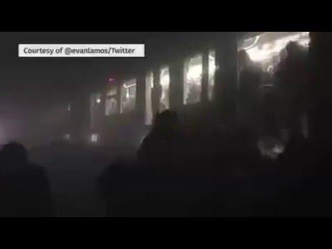 """الفيديو من داخل محطة القطار """"metro"""" الذي وقع فيه الإنفجار التالث وخلف 15 قتيل"""