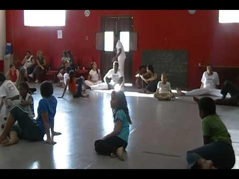 SDV 0406 aula de capoeira na fuca prof mascara grupo folclore brasileiro