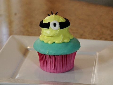 Despicable Me 2 Cupcakes - Quake n Bake