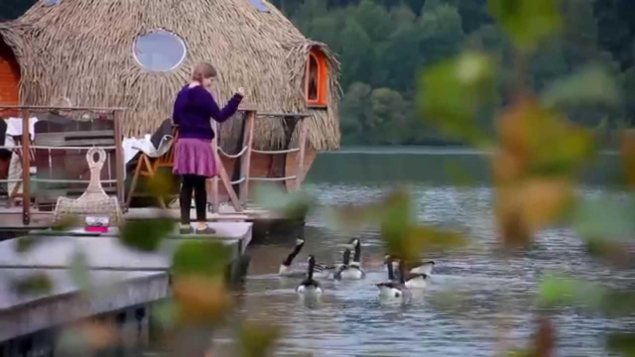 dormir dans une cabane un week end insolite et romantique aux cabanes des grands lacs youtube. Black Bedroom Furniture Sets. Home Design Ideas