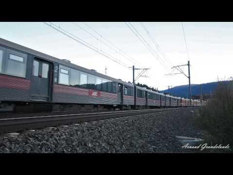 Train Regiotrans à Busteni - Trenul regiotrans Brasov-Constanta/Craiova/Iasi la Busteni