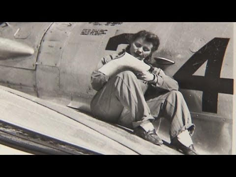 Female WWII pilots honored in parade