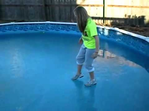 Pozor, zamrzlý bazén! :)