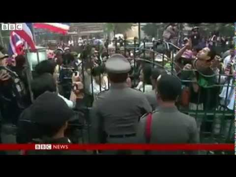 กำนันสุเทพ Thailand Protesters block early election vote