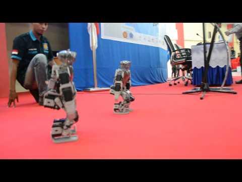 Robot Mahasiswa Untad Palu Goyang Itik