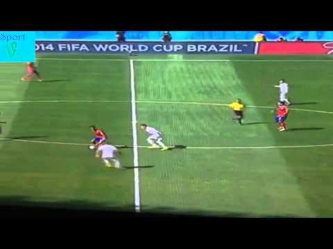 Amazing skills from Bryan Ruíz González vs England #worldcup