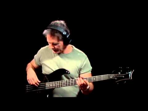 How to Play Blues Bass - #2 How to Hold & Tune a Bass - Bass Guitar Lessons for Beginners