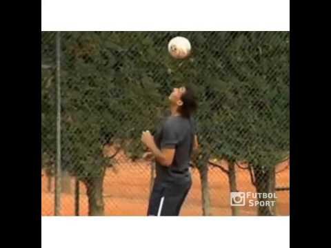 Nadal biểu diễn kỹ thuật bóng đá