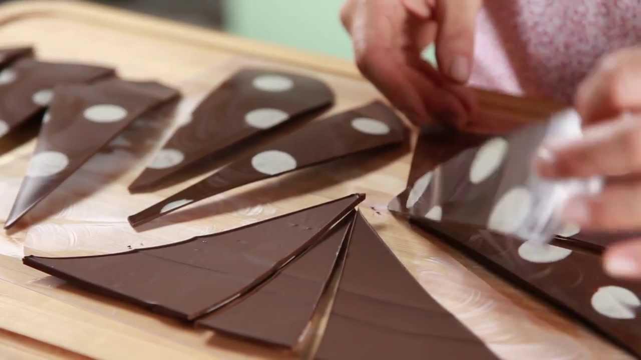 Tri ngulos de chocolate para decorar una torta f cil y for Como decorar una torta facil y rapido