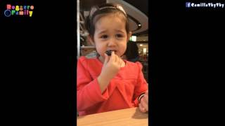 Biểu cảm của em khi ăn chua - Annalisa LyLy 3 tuổi