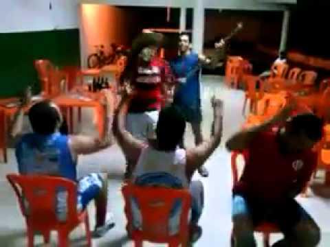Vídeo de simãodienses em versão 'the voice brasil' faz sucesso no WhatsApp e na Internet