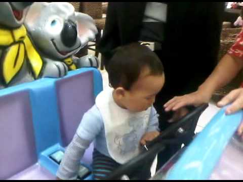 Lachlan ride Koala car @ Glen