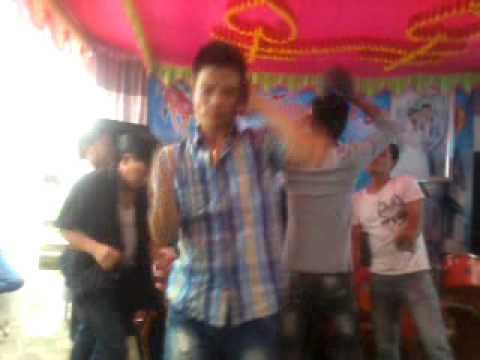 Hotboy múa khỏa thân =))))