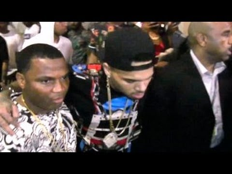 Chris Brown Drunk As Hell -- Friends Help Him To Walk