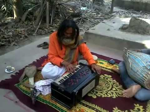 GREEAT FOLK SINGER OF INDIA TINKARI CHAKROBORTI IN A LIVE MOODS