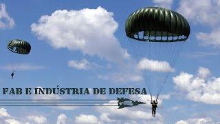 O Programa FAB & Indústria de Defesa mostra, nesta edição, como são fabricados os paraquedas utilizados pela Força Aérea Brasileira (FAB). A confecção é feita com tecido de nylon importado da Coreia do Sul e envolve diversos fatores, como maleabilidade, navegabilidade e segurança.