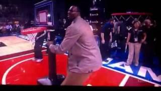 Kevin Hart Dunks At Celebrity All-star Game!