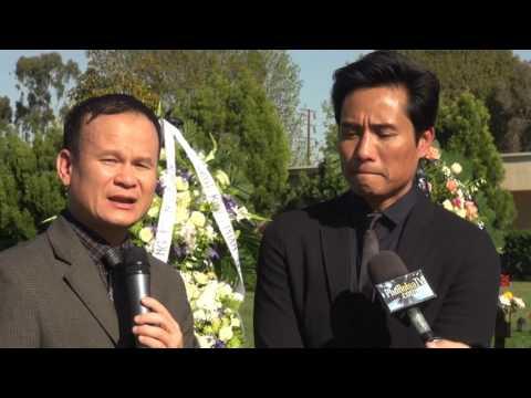 Video: Trịnh Hội trả nhẫn cưới đeo bông tai- Tuấn Ngọc và Khánh Hà song ca tại tang lễ mẹ Kỳ Duyên