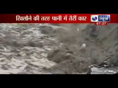 Uttarakhand flood 2013: Vehicles float like toys in river