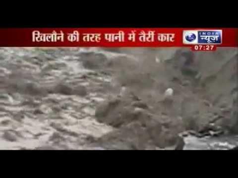 Uttarakhand flood 2013: Vehicles float like toys in river