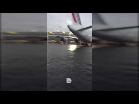 مطار مكسيكو سيتي يغرق بالمياه في مشهد لم تره من قبل