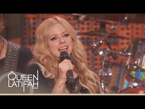 Avril Lavigne Performs