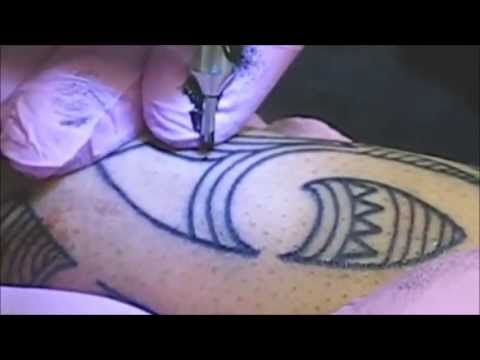 Tattoo outlining proper form youtube for Proper needle depth tattoos
