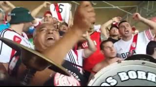 Torcida do River Plate faz festa no Mineir�o no intervalo do jogo