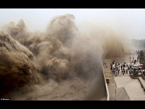 Kinh hoàng cảnh tượng nước chảy mạnh khủng khiếp của Sông Hoàng Hà Trung Quốc