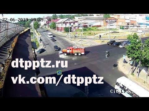 На улице Гоголя столкнулись легковой и пожарный автомобили