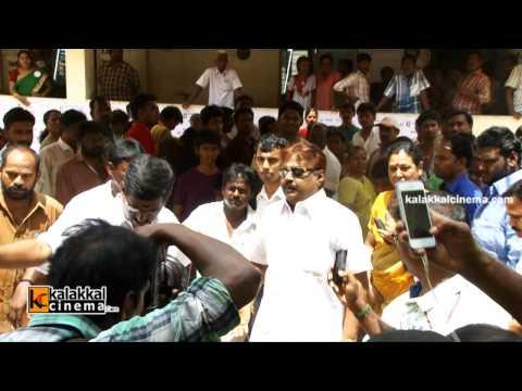 Vijayakanth Polls Vote in Election 2014