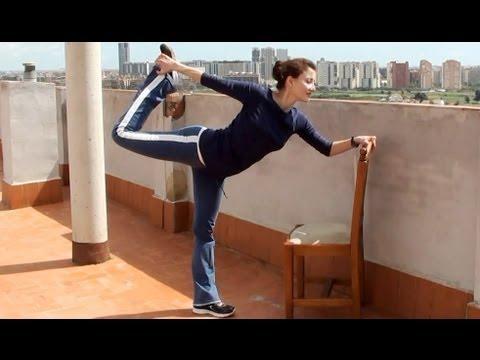 Estira y estiliza todo el cuerpo rutina de yoga en silla for Sillas plegables para yoga
