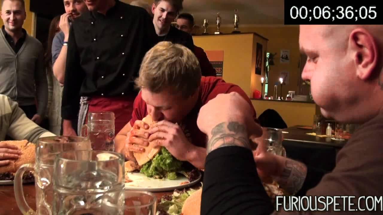Furious Pete mange un hamburger de 3,6Kg