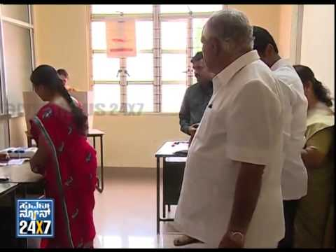 B S Yeddyurappa cast his vote with family - ನ್ಯೂಸ್ ಹೆಡ್ಲೈನ್ಸ್ News bulletin 17 Apr 14