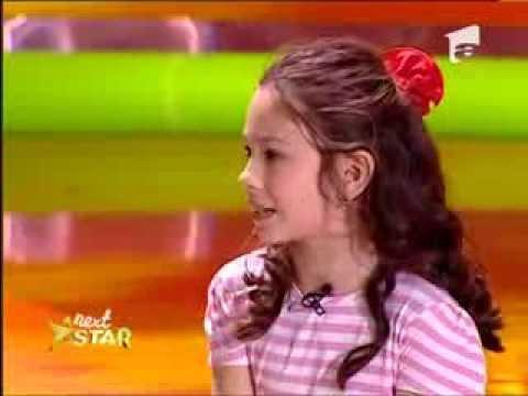 Iulia Gheorghiu, 8 ani, Bucuresti, joaca intr-o sceneta impreuna cu Andrei Duban