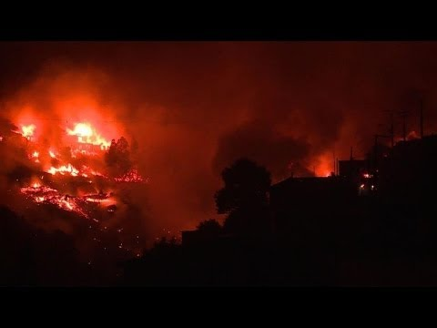 Thousands evacuated, 12 dead in Chile blaze