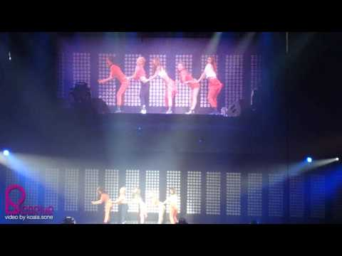 [Sosius Fancam]110610 Girls' Generation -  SMTOWN (Paris) - Dance Battle