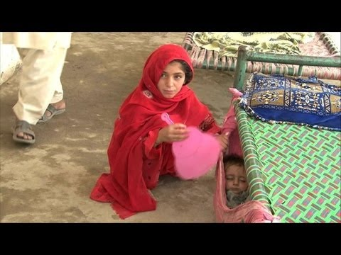 Thousands flee Pakistan offensive