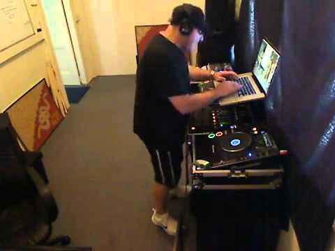 Nonstop 2012 DJ Úc yêu Việt Nam