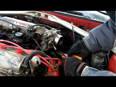 Снятие корпуса дроссельной заслонки с двигателя 3S-GE для чистки