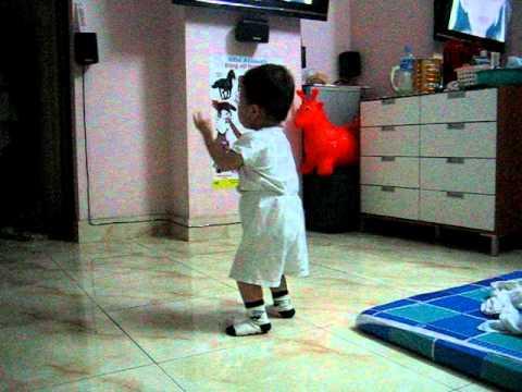 beo uc xem chi Xuan Mai hat