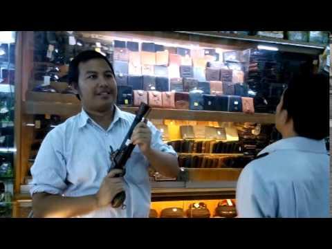 Test Flintlock Pistol Senapan Kuno di Bandung
