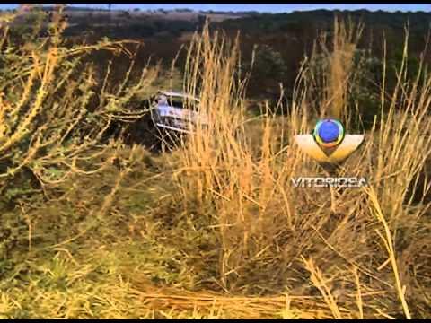 Carro pega fogo em anel viário de Uberlândia
