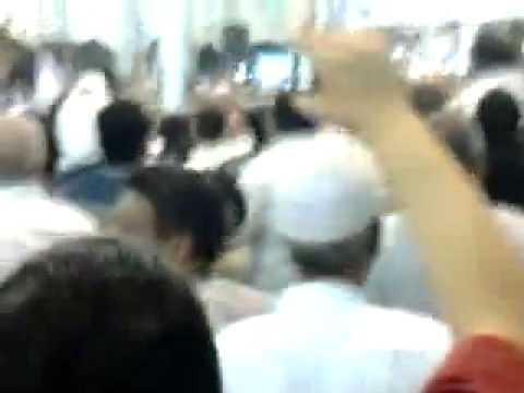 فيديو ضرب احمد شفيق بالجزمة فى اسوان